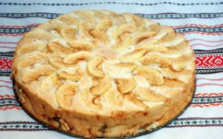 Пирог с бананами и яблоками в мультиварке
