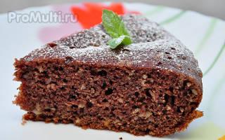 Шоколадный пирог с грушей, орехами и корицей
