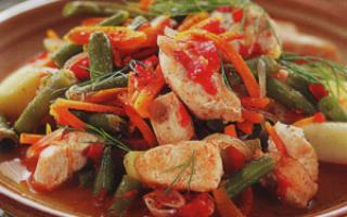 Разноцветное овощное рагу с курицей в мультиварках Редмонд и Поларис
