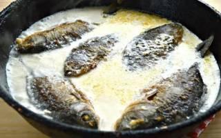 Как потушить рыбу в сметане