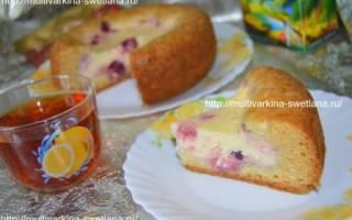 Пирог с вишней и творогом в мультиварке