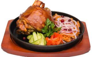 Как замариновать свинину для запекания в духовке