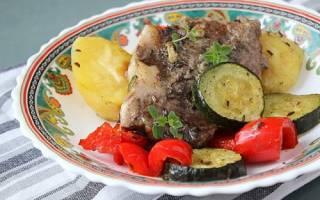 Как приготовить мясо с овощами в духовке