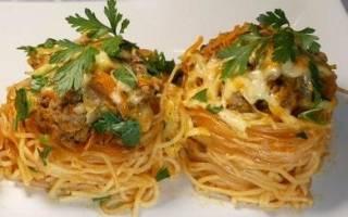 Как приготовить гнезда из макарон на сковороде