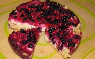 Пирог с замороженными ягодами в мультиварке