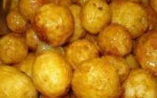 Печеная картошка в фольге в мультиварке