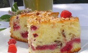 Сметанный пирог с малиной в мультиварке