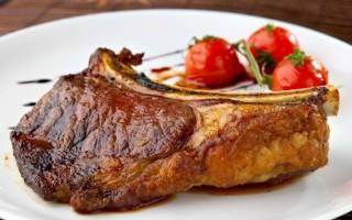 Как приготовить антрекот из свинины в духовке