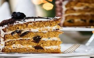 Пирог с черносливом в мультиварке